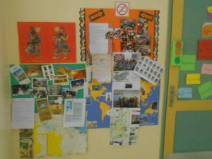 One of the three notice boards in and outside our english classroom: news and photos of our partners abroad.
