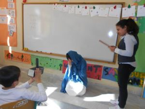 Improvisation is encouraged in all skitses and projects presentations ! I ask my students to use their imagination as often as possible!! In this skit, the reporter has decided to interview,,,,Virgin Mary about her son's Jesus childhood! Hilarious!!!