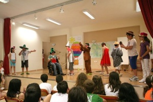 """"""" The Wizard of Oz"""": A School musical, has many benefits for children like development of right self-esteem, instilling interest for music and drama and more."""