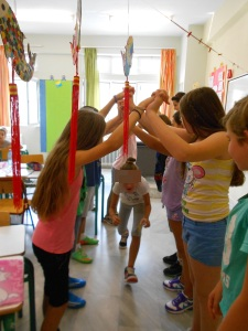 The Happy Tunnel: I repeat the activity once or twice over several lessons, in order for everyone to have a turn.